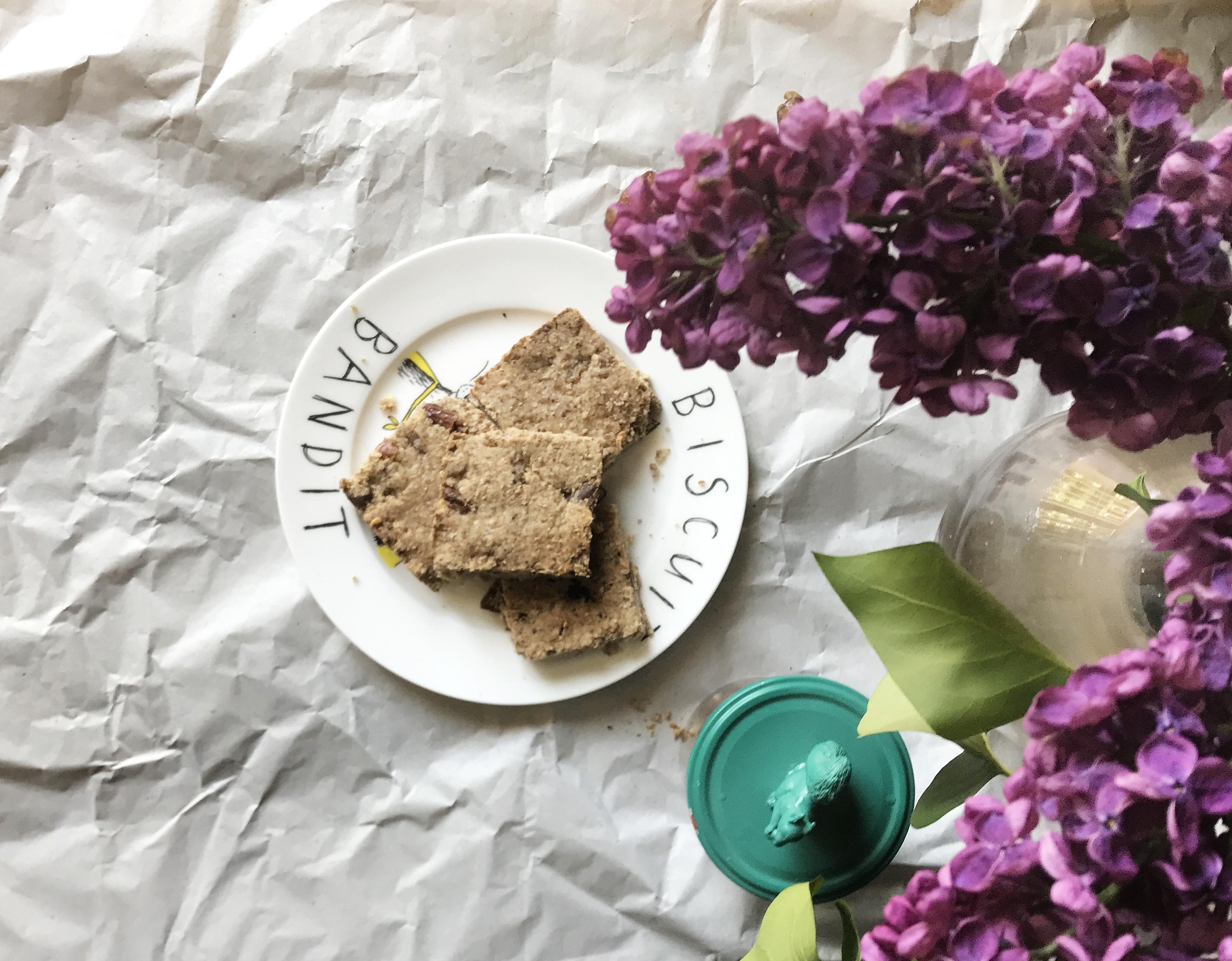 Vegan date shortbread / recipe by Miss Walters